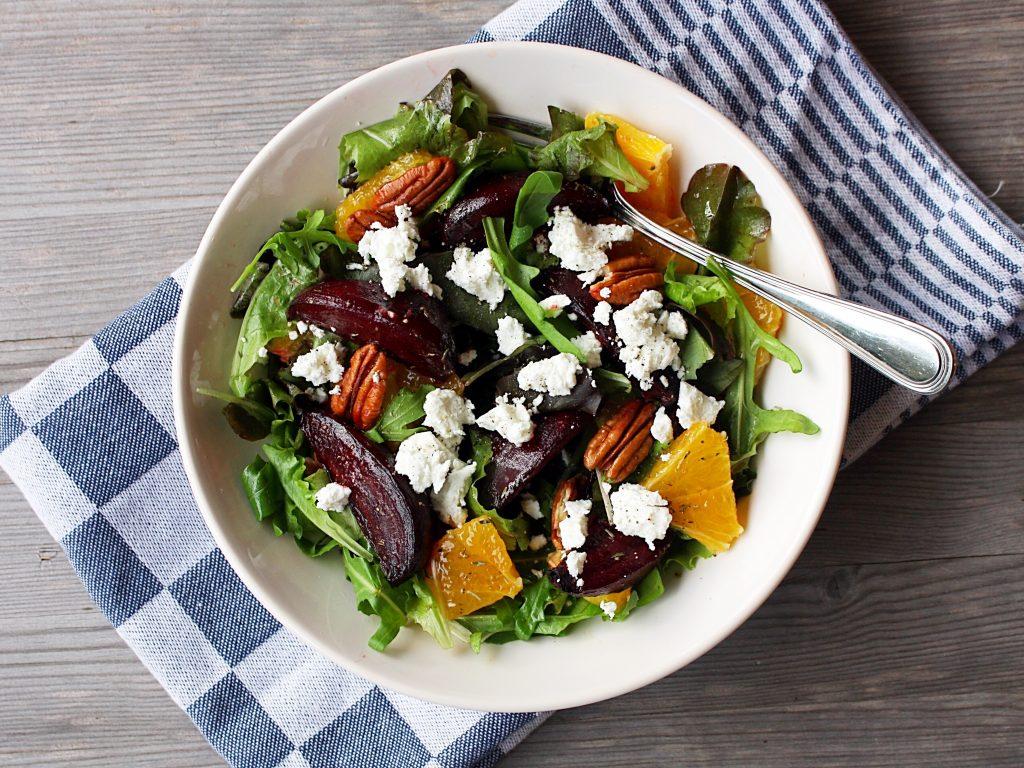 Salade geroosterde biet sinaasappel en geitenkaas