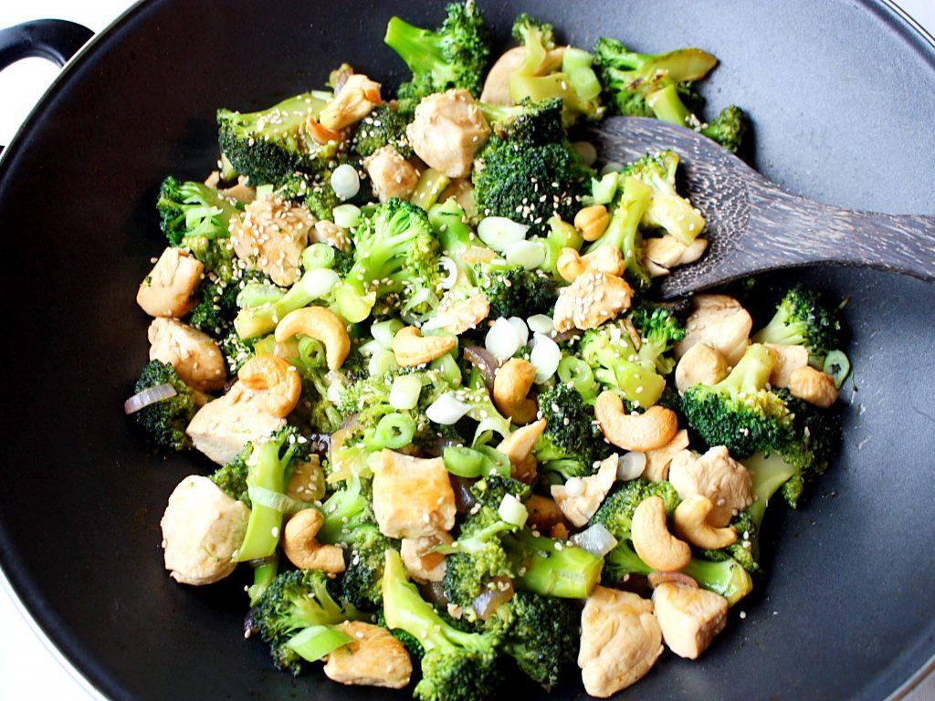 Kip met broccoli en cashewnoten