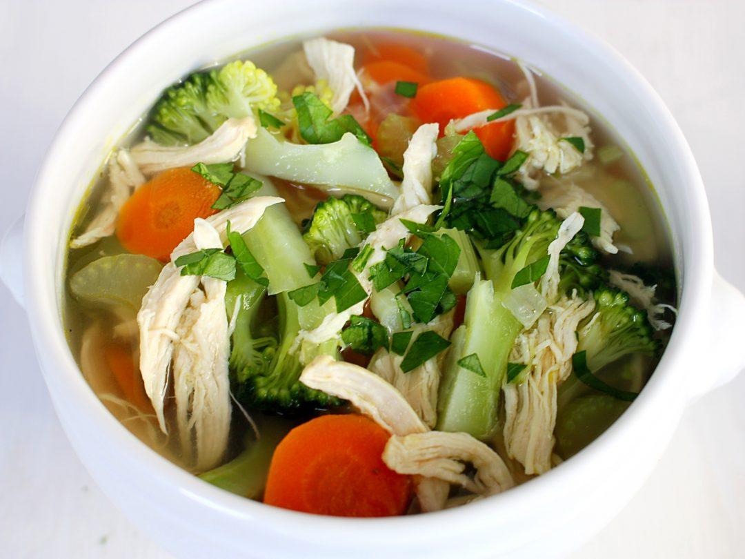 Kippensoep met veel groenten