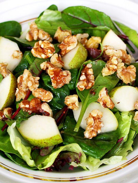 Peersalade met crunchy walnoten