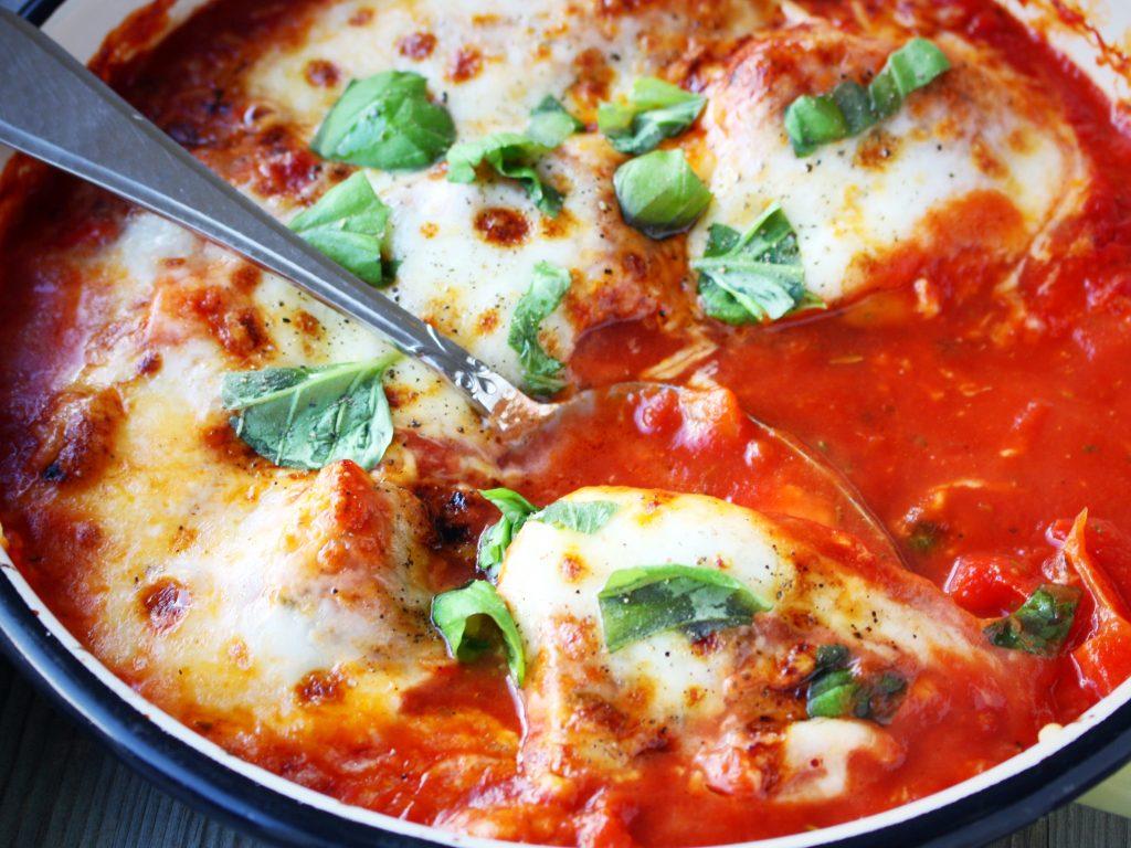 Kip in tomatensaus met mozzarella